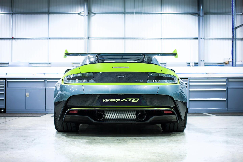 El Aston Martin Vantage Gt8 Es Un Deportivo De Carreras Con Esmoquin Y Motor V8 Foto 4 De 14