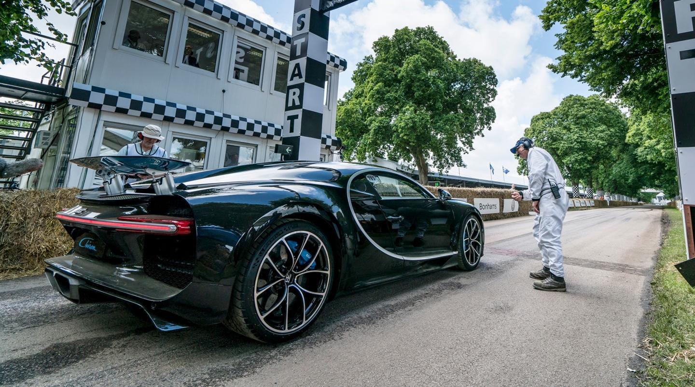 Al Bugatti Chiron le fastidian su momento estrella en Goodwood