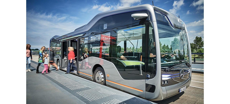 Este Mercedes-Benz es el autobús autónomo del futuro: ya se ha probado en una ruta de 20 kilómetros en Ámsterdam (vídeo)