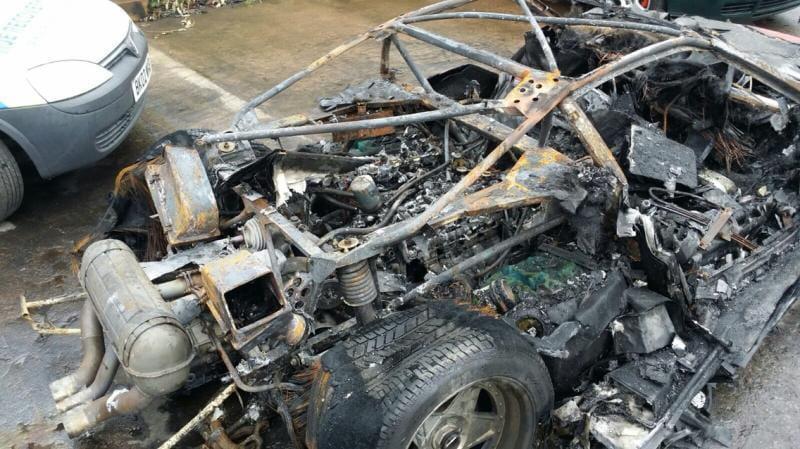 ferrari-f40-arde-tras-restaurarlo_3