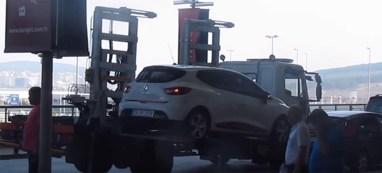 La grúa más temida por los que aparcan incorrectamente: se lleva tu coche en 59 segundos (vídeo)