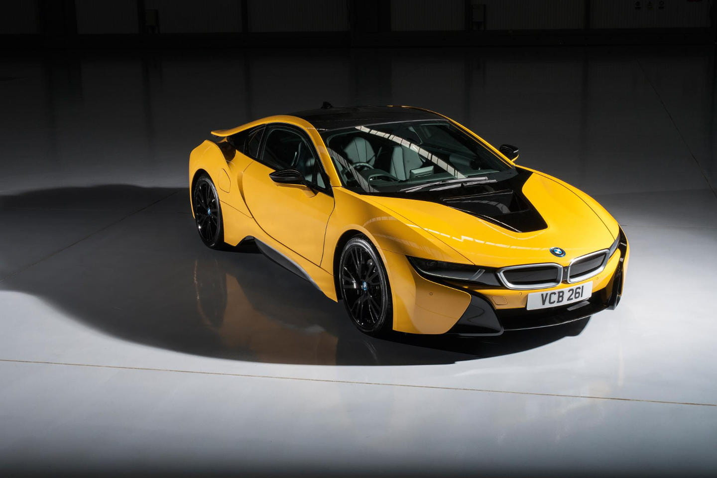 p90220107_highres_bmw-i8-individual-sp