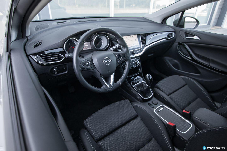 Opel astra 1 6 cdti 110 cv a prueba el compacto que for Interior opel astra 2017