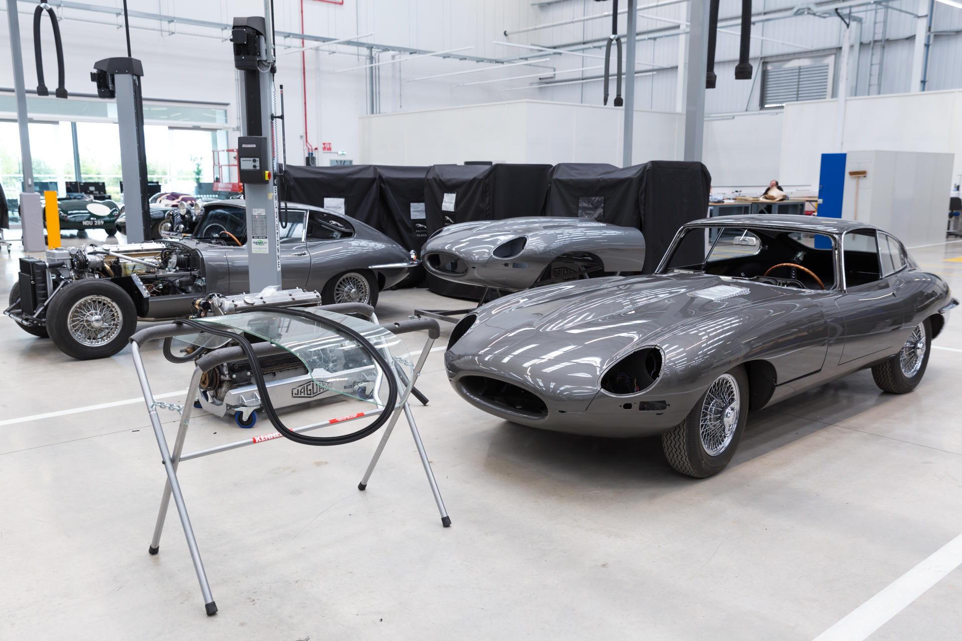 El centro de operaciones de Jaguar Land Rover Classic Works es pura lujuria para los amantes de los clásicos (+32 fotos)