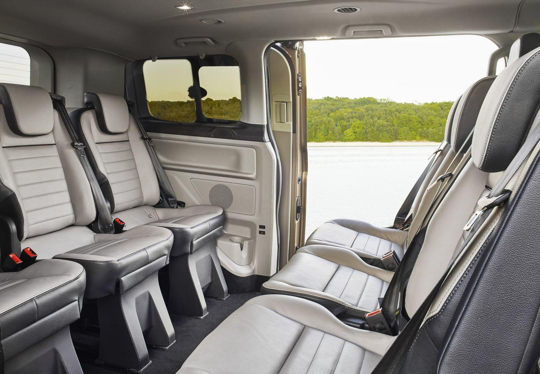 la ford tourneo custom se renueva as cambia la furgoneta de pasajeros m s grande de la marca. Black Bedroom Furniture Sets. Home Design Ideas