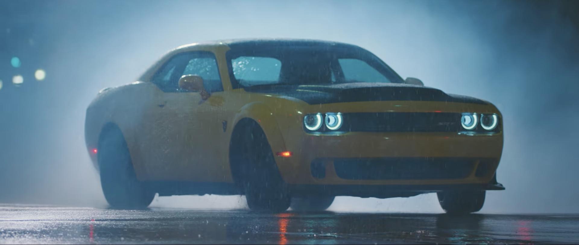 Sube el volumen y pon este vídeo a pantalla completa: el Dodge Challenger SRT Demon no sólo quema rueda en línea recta