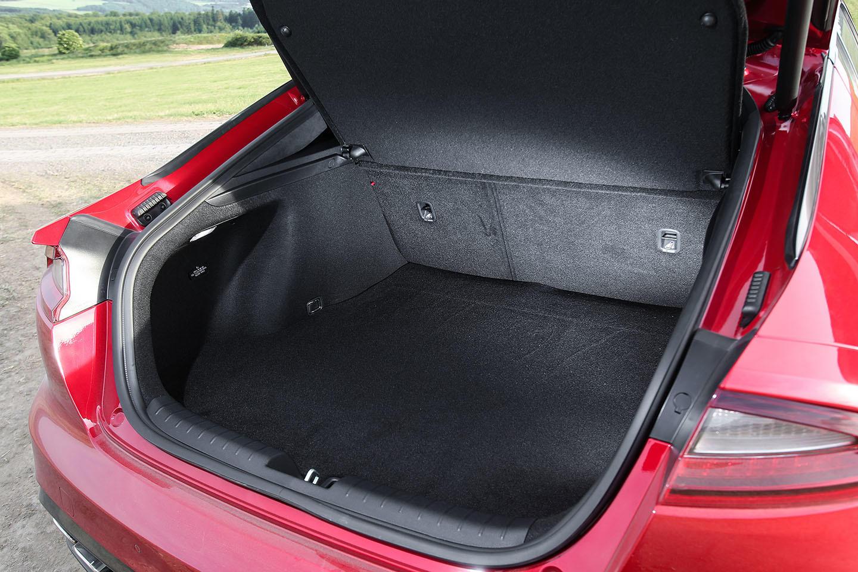 Kia Rio Hatchback >> KIA Stinger: precios, prueba, ficha técnica, fotos ...