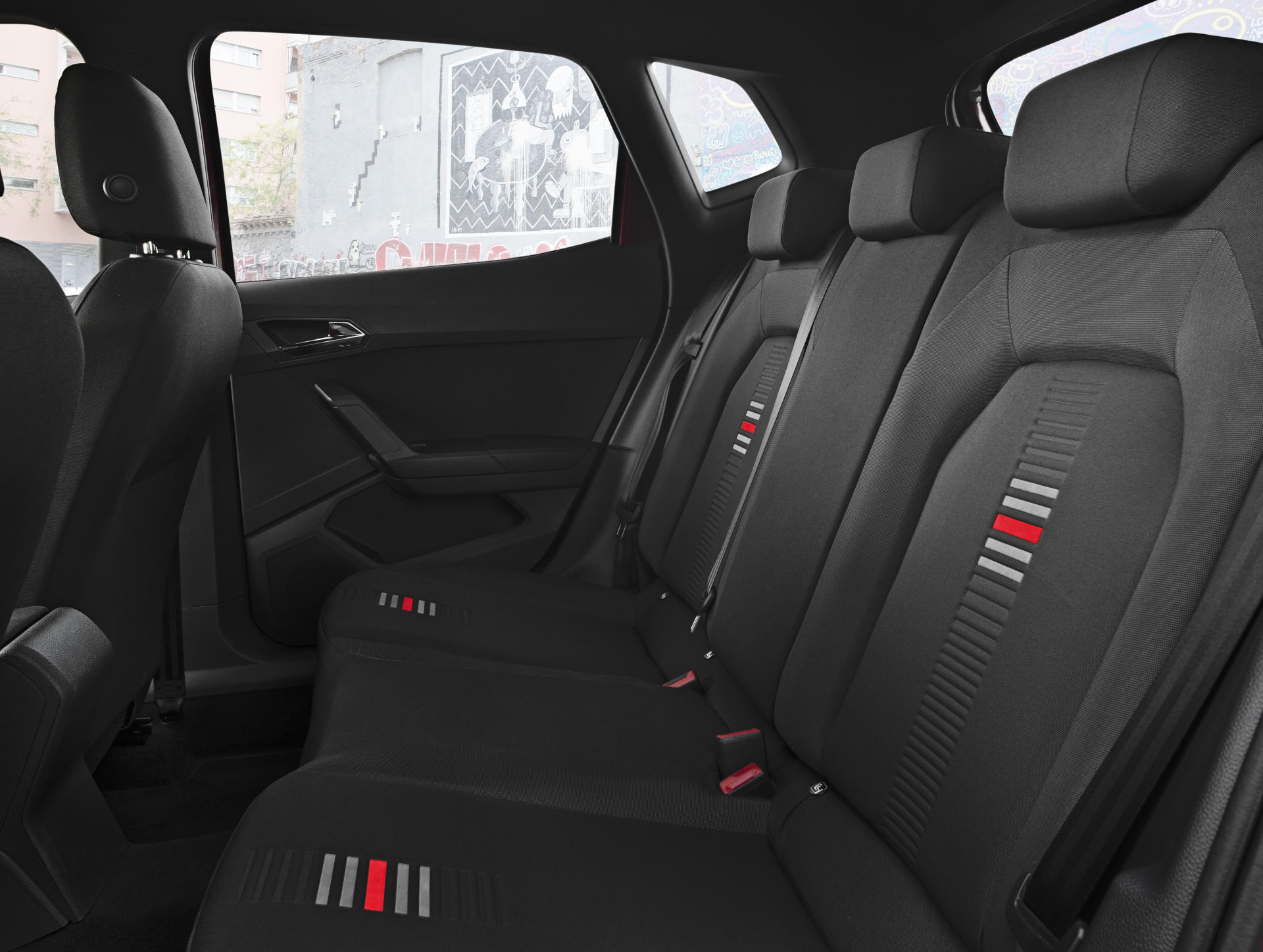 el seat arona estrena acabado fr para enfrentarse al hyundai kona y ya sabemos su precio. Black Bedroom Furniture Sets. Home Design Ideas