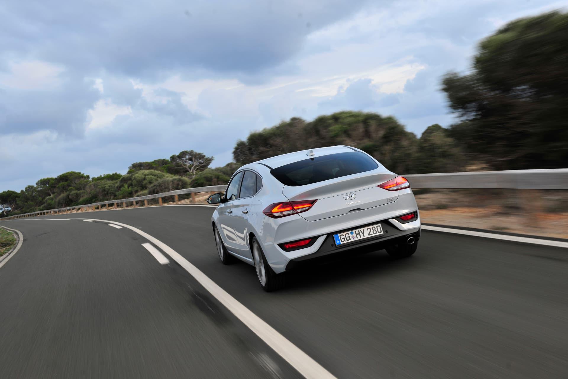 Hyundai_i30_Fastback_026.jpg