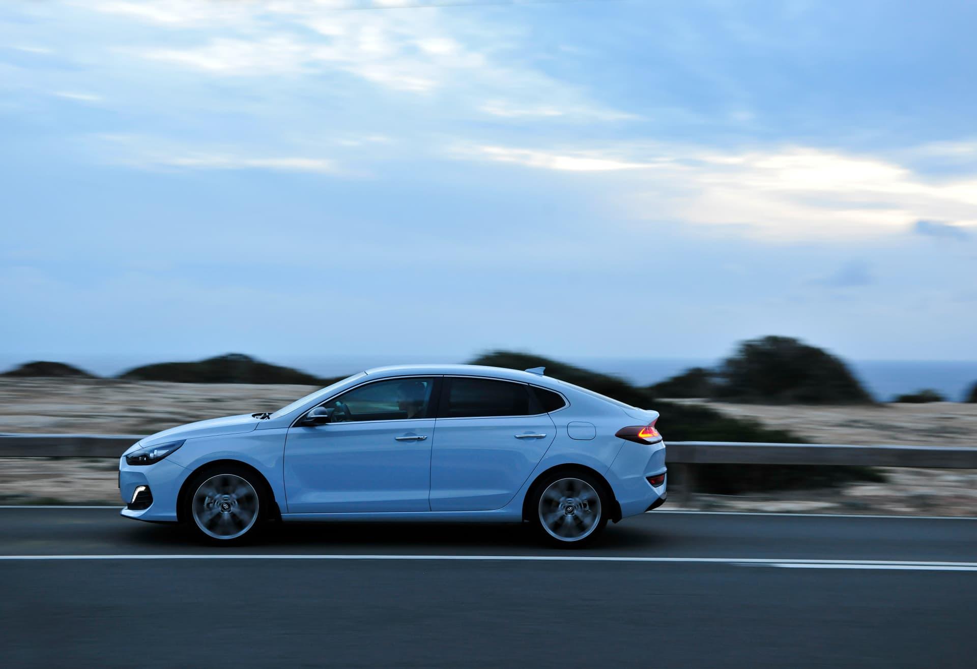 Hyundai_i30_Fastback_034.jpg