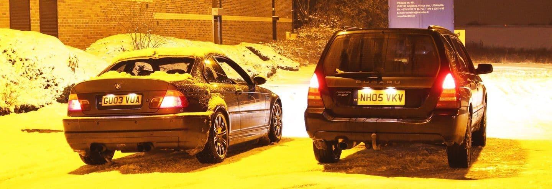 La importancia de un <em>buen zapato</em>: un BMW M3 con neumáticos de invierno humilla a un Subaru Forester en la nieve