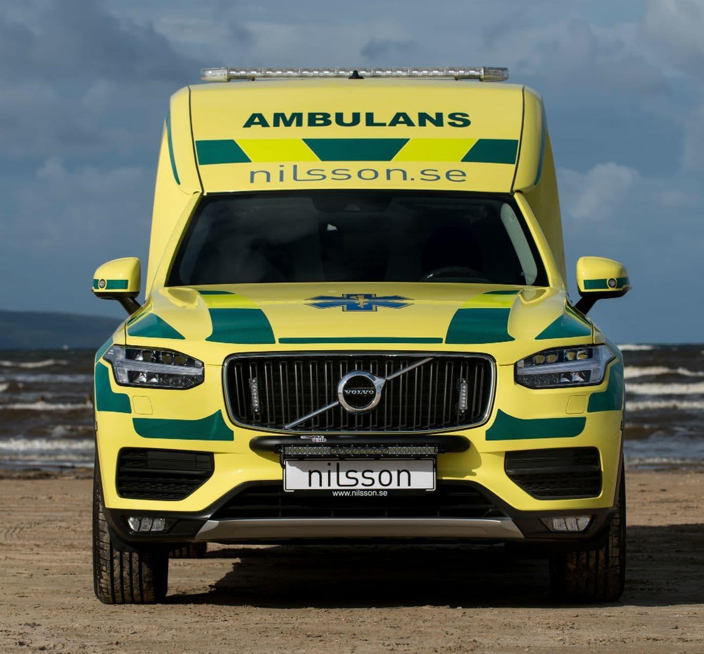 volvo_xc90_ambulancia_2.jpg