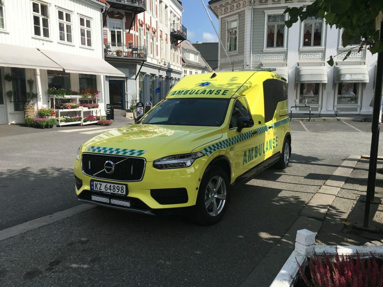 volvo_xc90_ambulancia_4.jpg