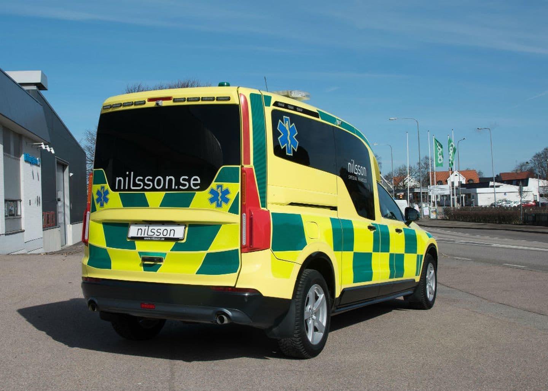volvo_xc90_ambulancia_6.jpg