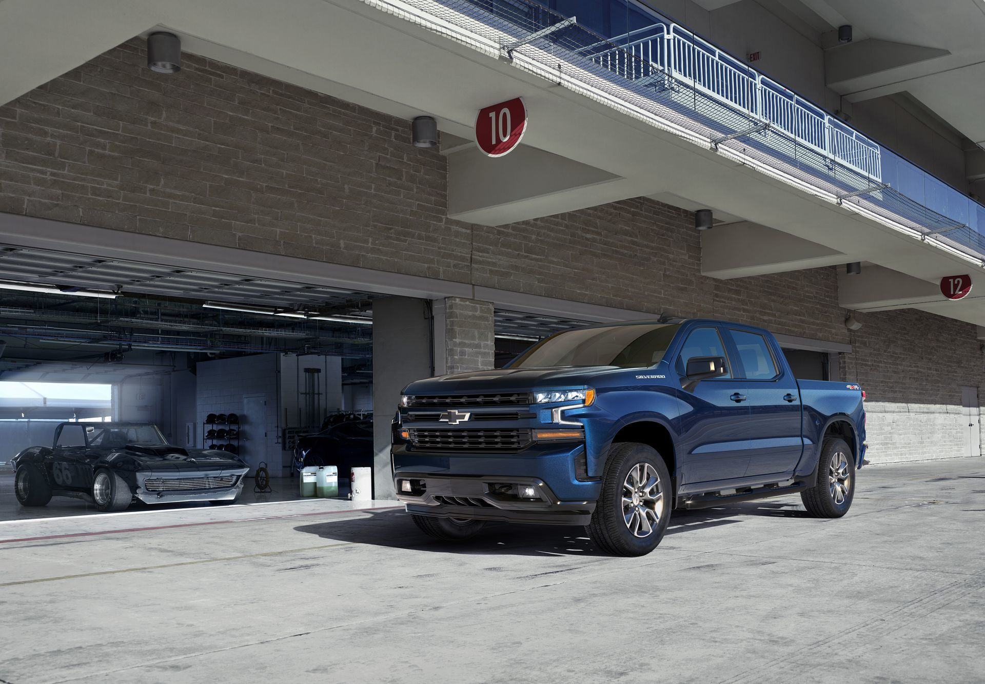 The All New 2019 Silverado Rst (new Trim For 2019) Brings A Stre