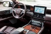 Lincoln Navigator 2018 1 thumbnail