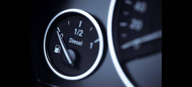 El diésel sigue cayendo: menos de uno de cada tres coches nuevos el último mes