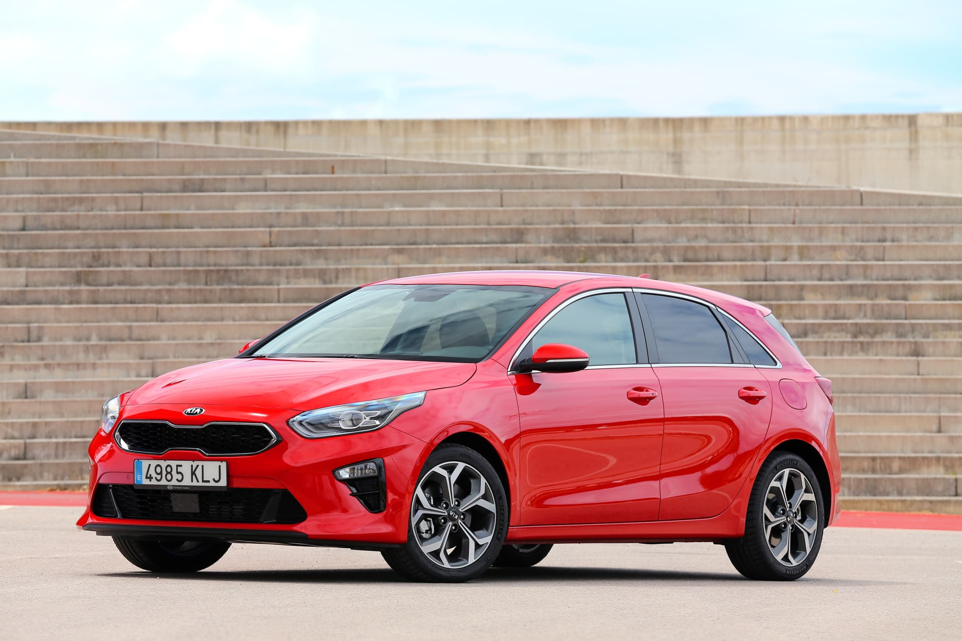 Kia Ceed 1 4 T Gdi 7 Dct Transmission 140hp Track Red 19