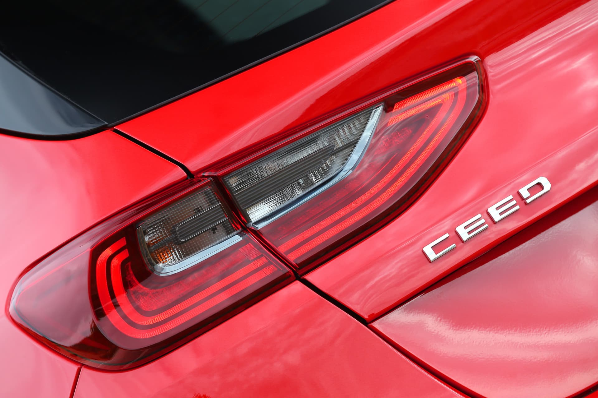 Kia Ceed 1 4 T Gdi 7 Dct Transmission 140hp Track Red 40