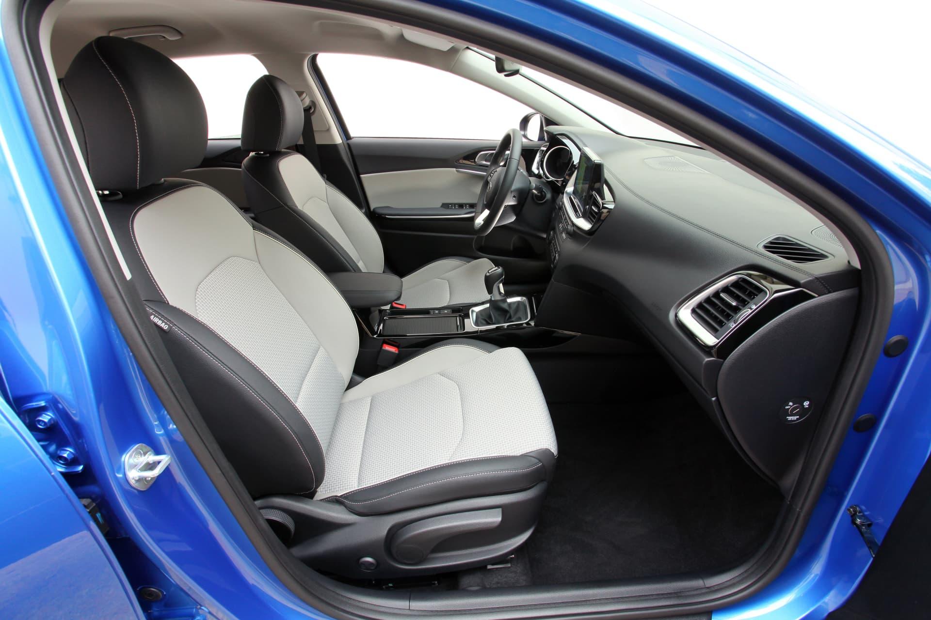 Kia Ceed 1 6 Crdi 6mt Transmission 136hp Blue Flame 31