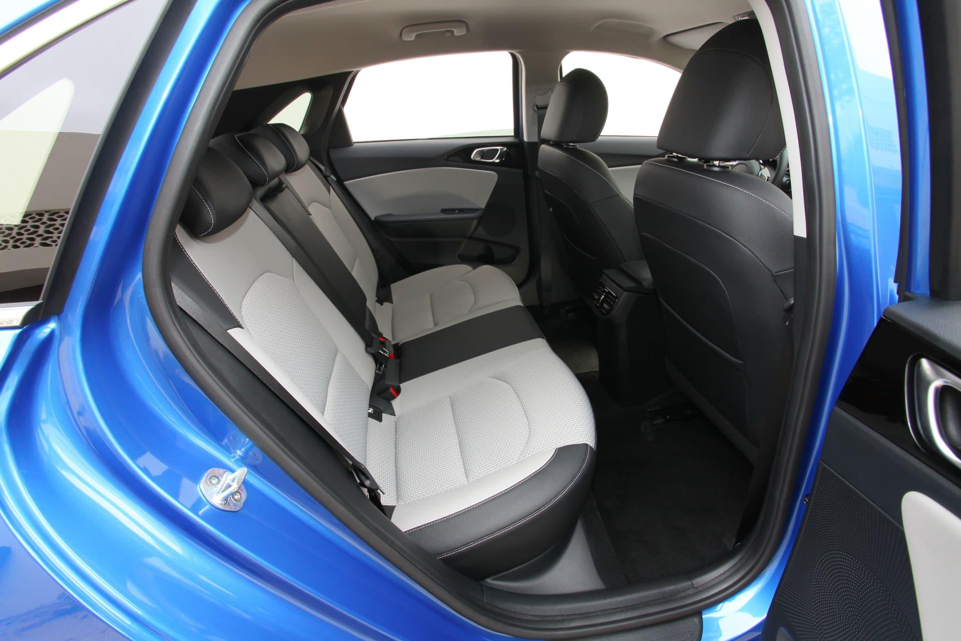 Kia Ceed 1 6 Crdi 6mt Transmission 136hp Blue Flame 32