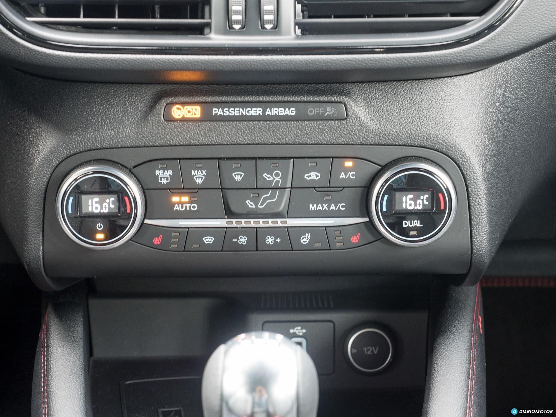 Ford Focus 2018 Interior 00007