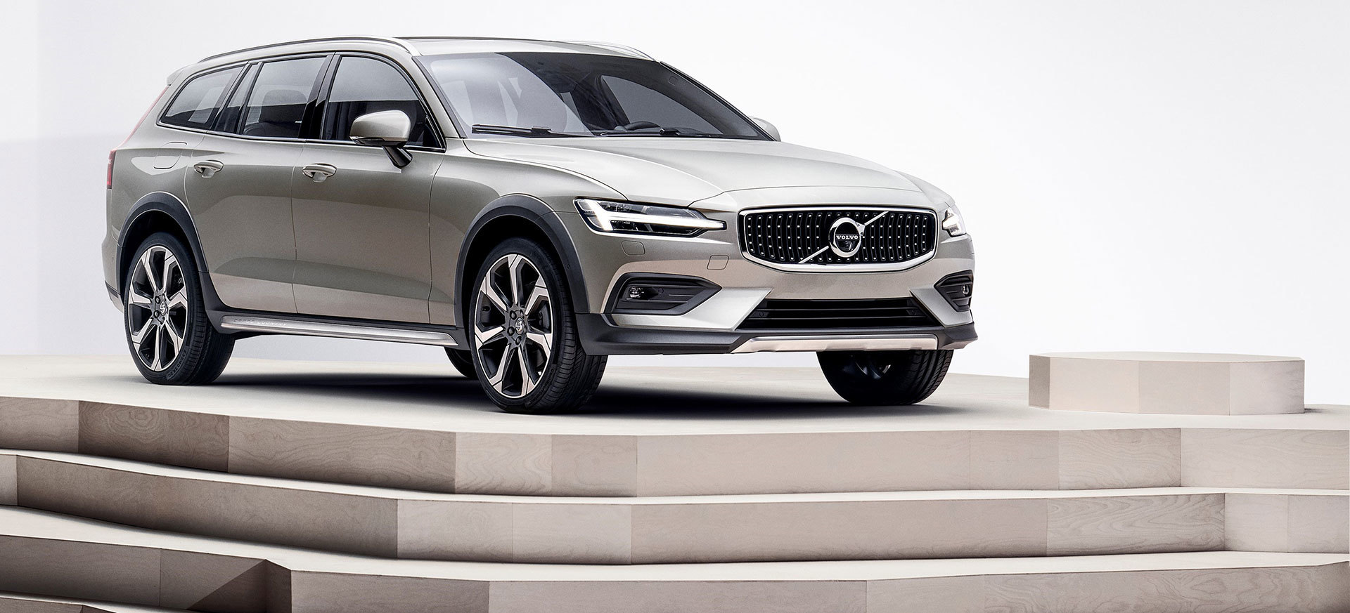 Volvo V60 Cross Country 2019 28