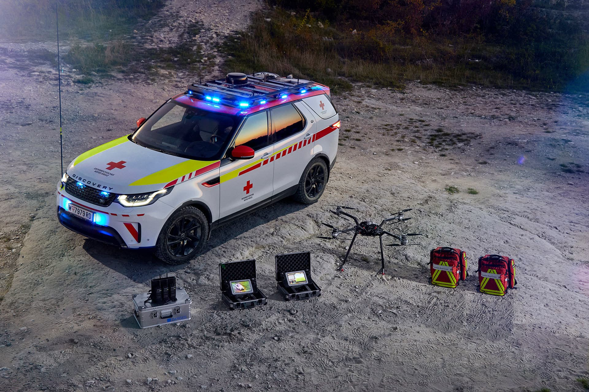 Land Rover Discovery Life Saving 2018 13