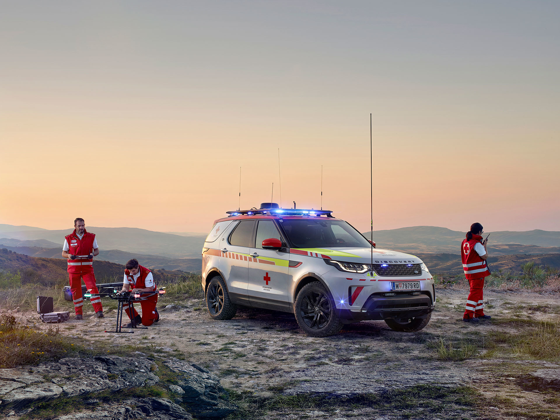 Land Rover Discovery Life Saving 2018 19