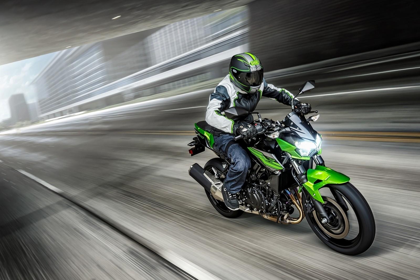Moto Kawasaki Z400 Dm 1