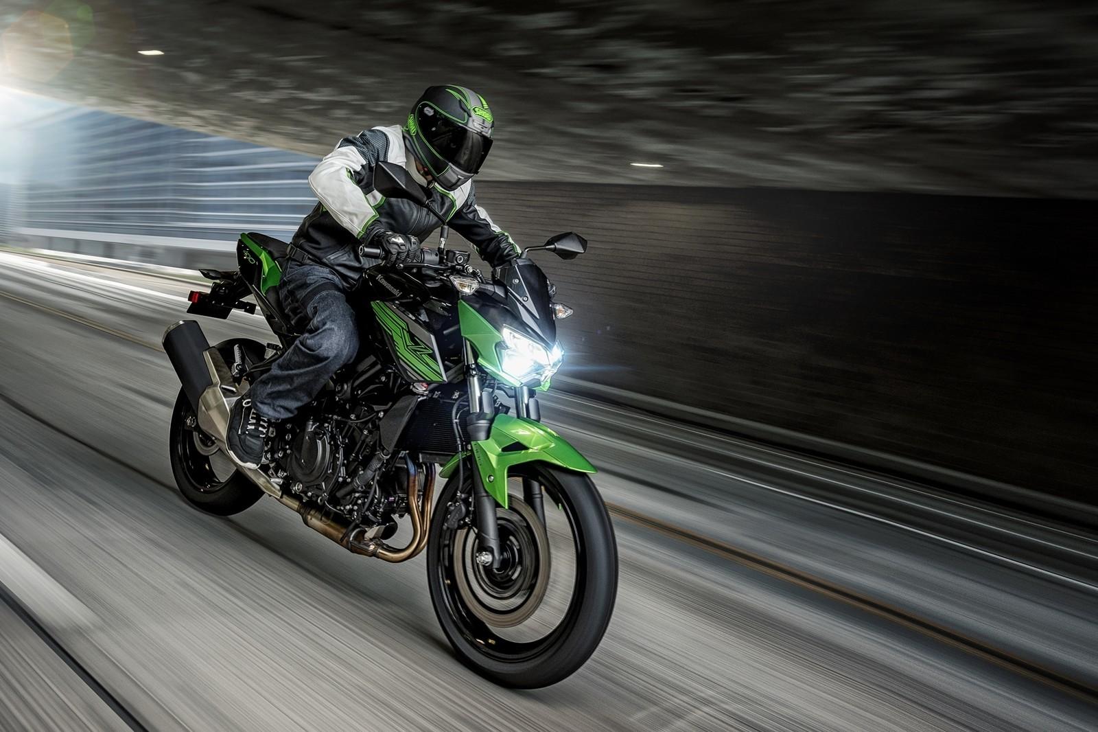 Moto Kawasaki Z400 Dm 3