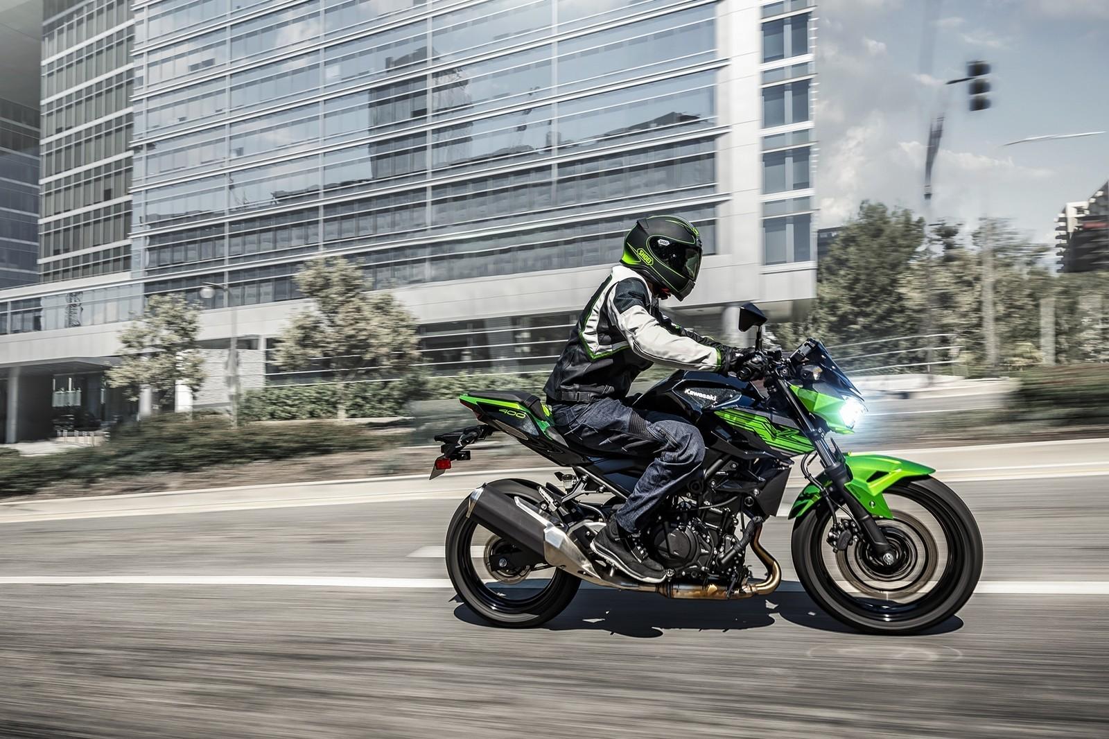 Moto Kawasaki Z400 Dm 4