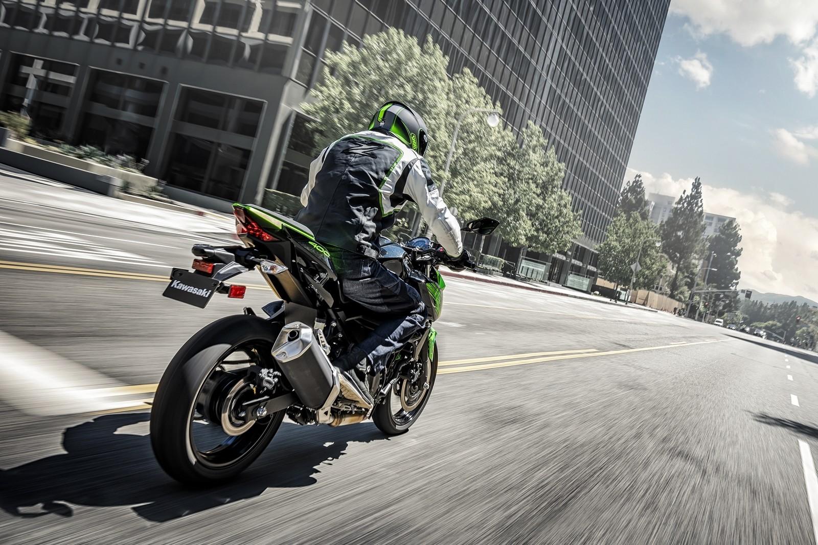Moto Kawasaki Z400 Dm 6