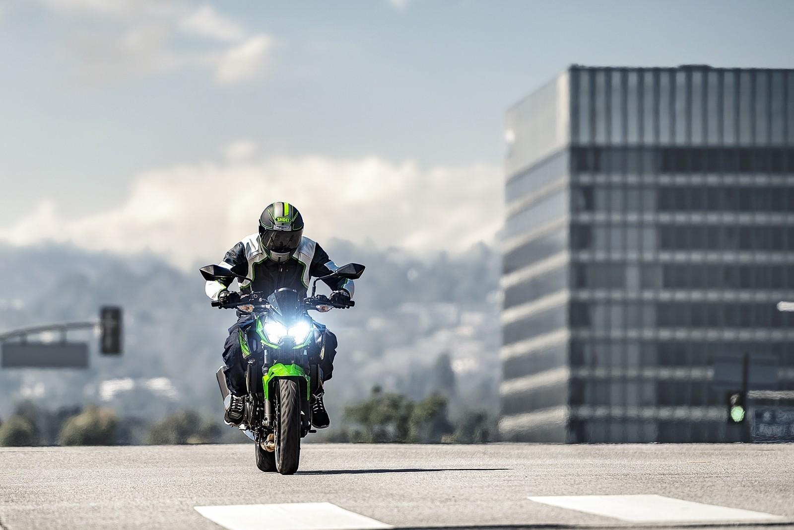 Moto Kawasaki Z400 Dm 7