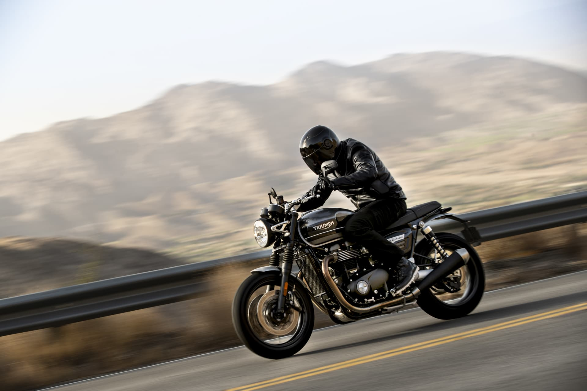 Triumph 2019 Speed Twin Riding 3