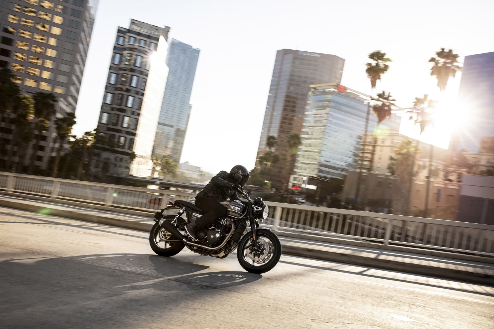 Triumph 2019 Speed Twin Riding 4