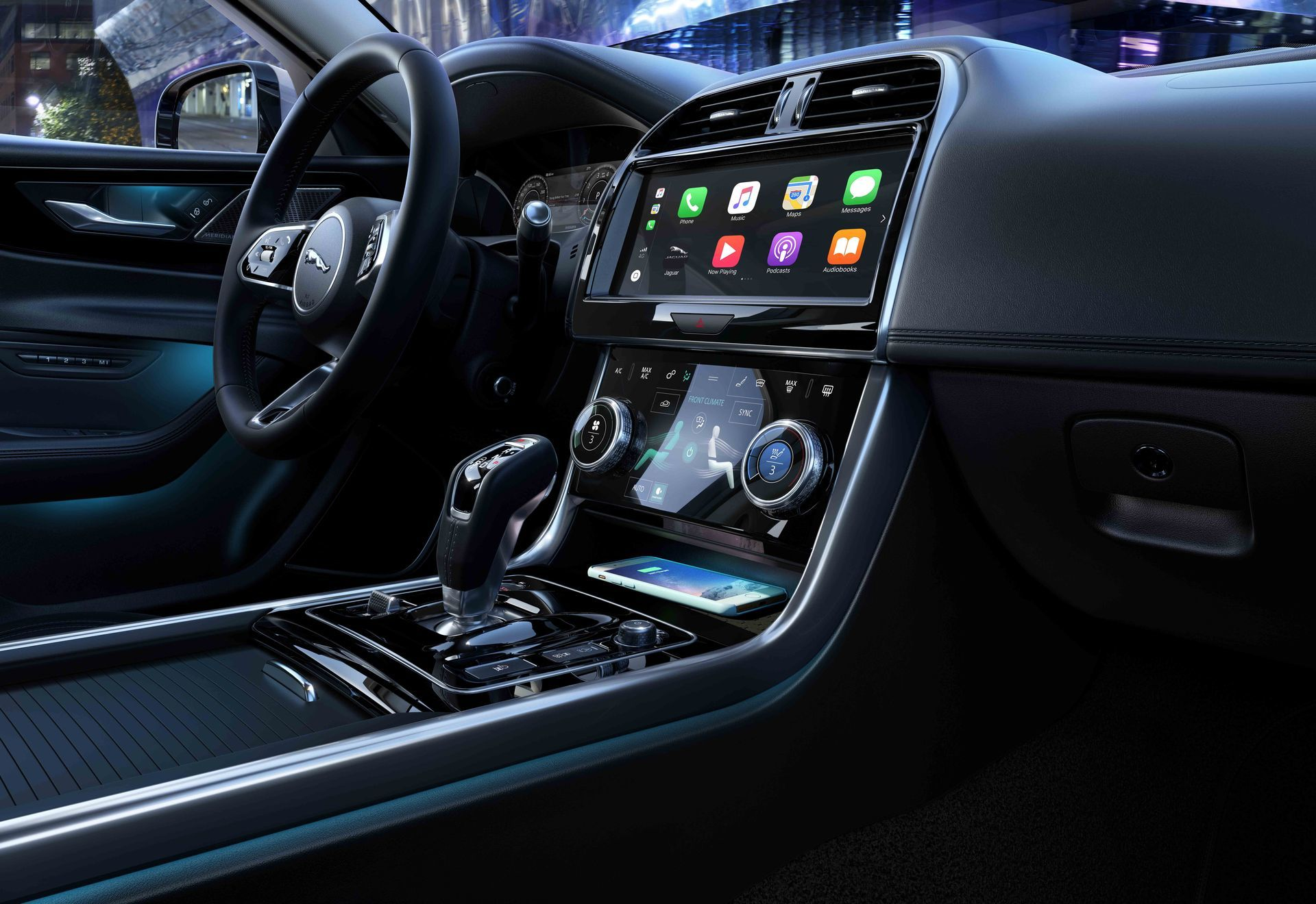 Jaguar Xe 2019 8 Interior