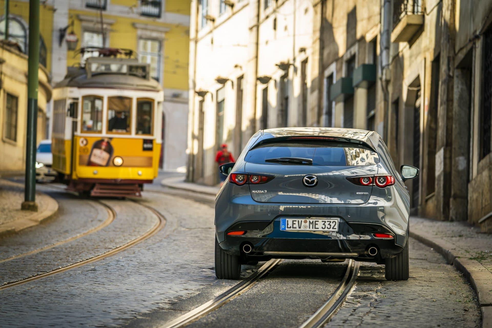 Mazda 3 Skyactiv G Oficial Gris 00100