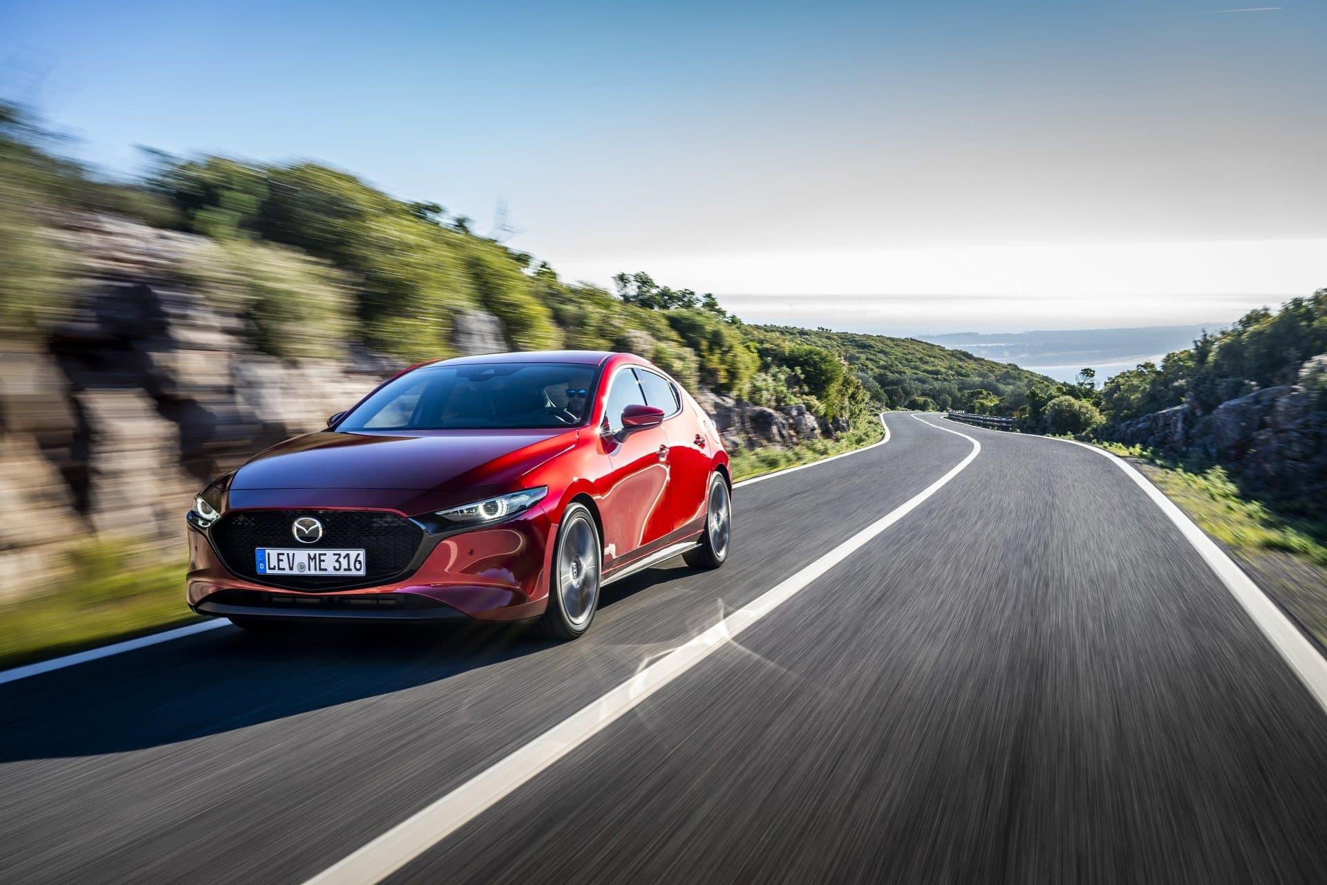 Mazda 3 Skyactiv G Oficial Rojo 00107
