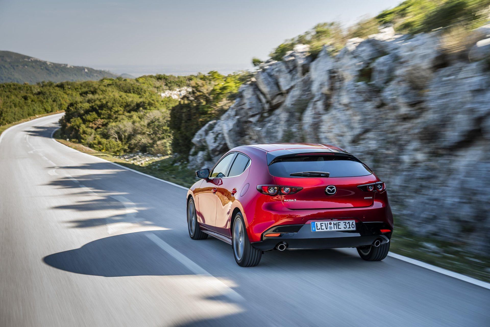 Mazda 3 Skyactiv G Oficial Rojo 00108