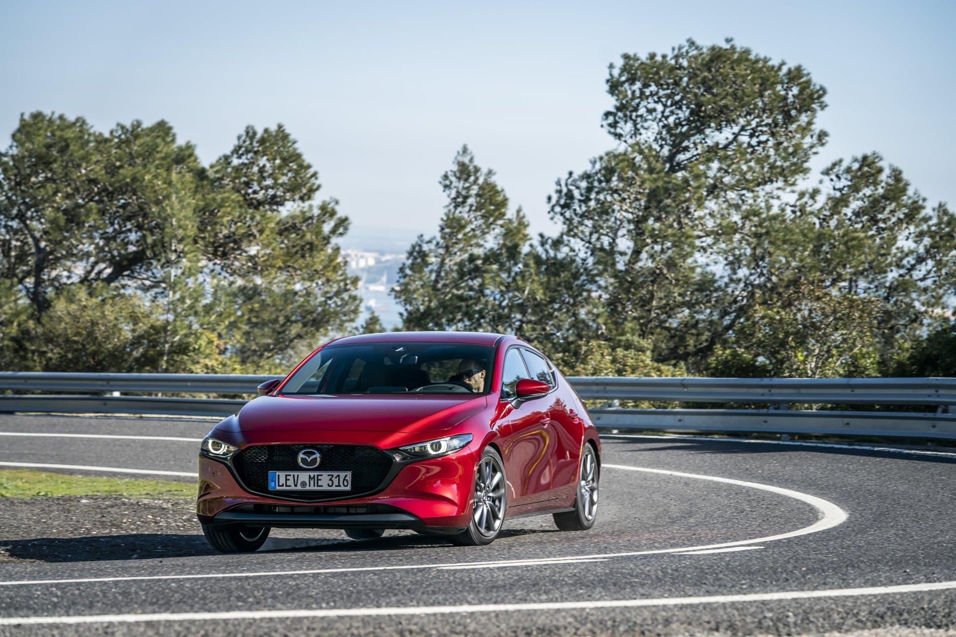Mazda 3 Skyactiv G Oficial Rojo 00110
