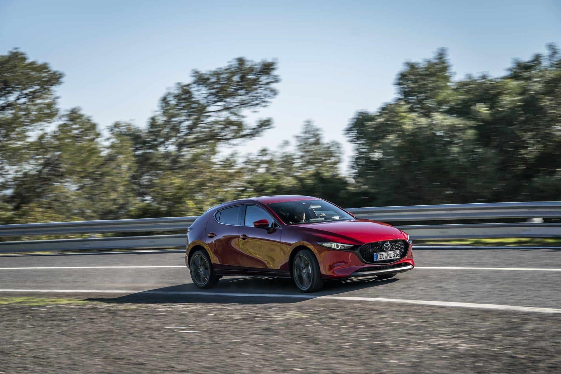Mazda 3 Skyactiv G Oficial Rojo 00113