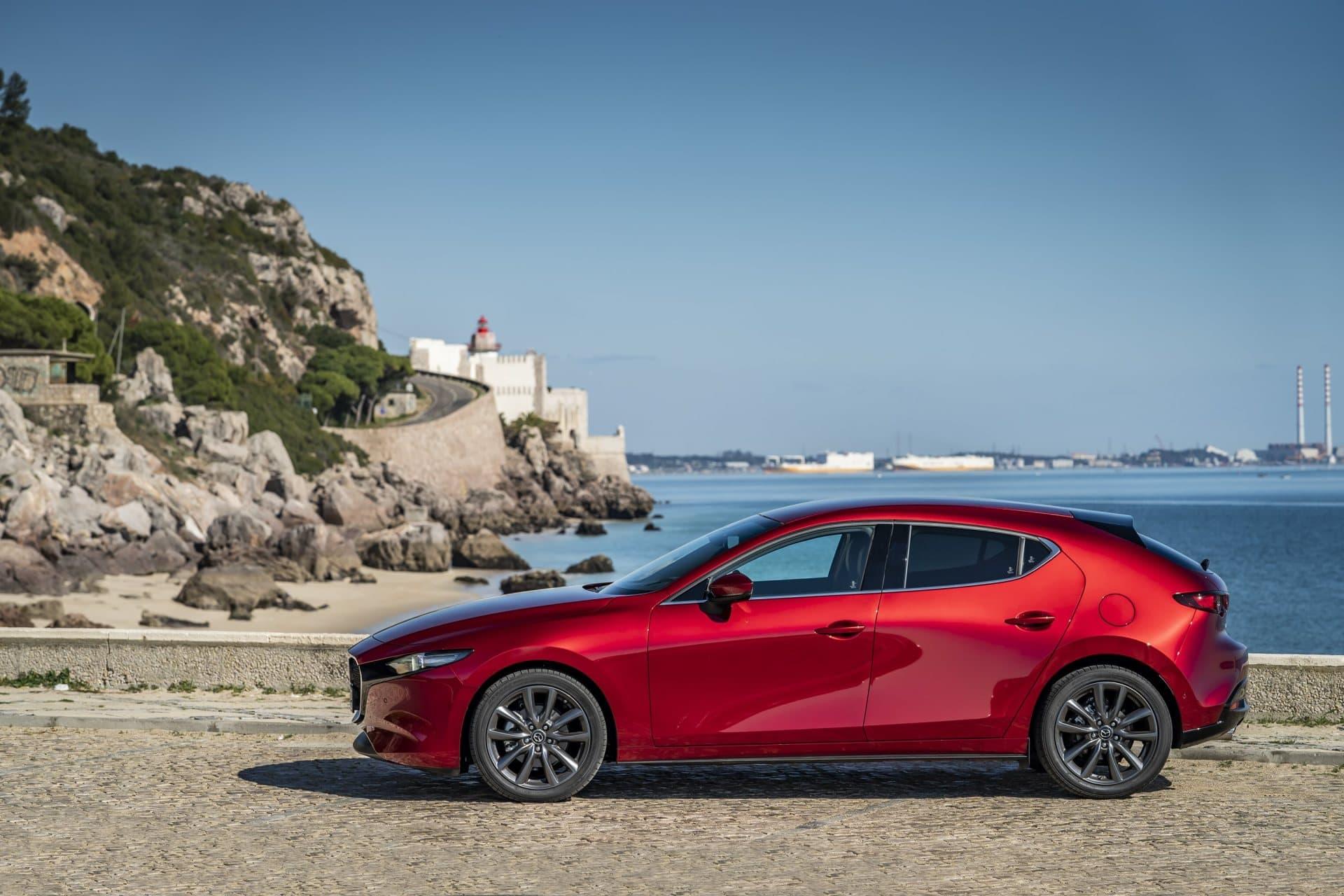 Mazda 3 Skyactiv G Oficial Rojo 00123