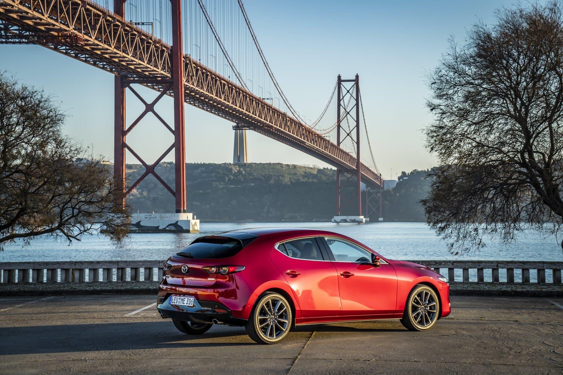 Mazda 3 Skyactiv G Oficial Rojo 00125
