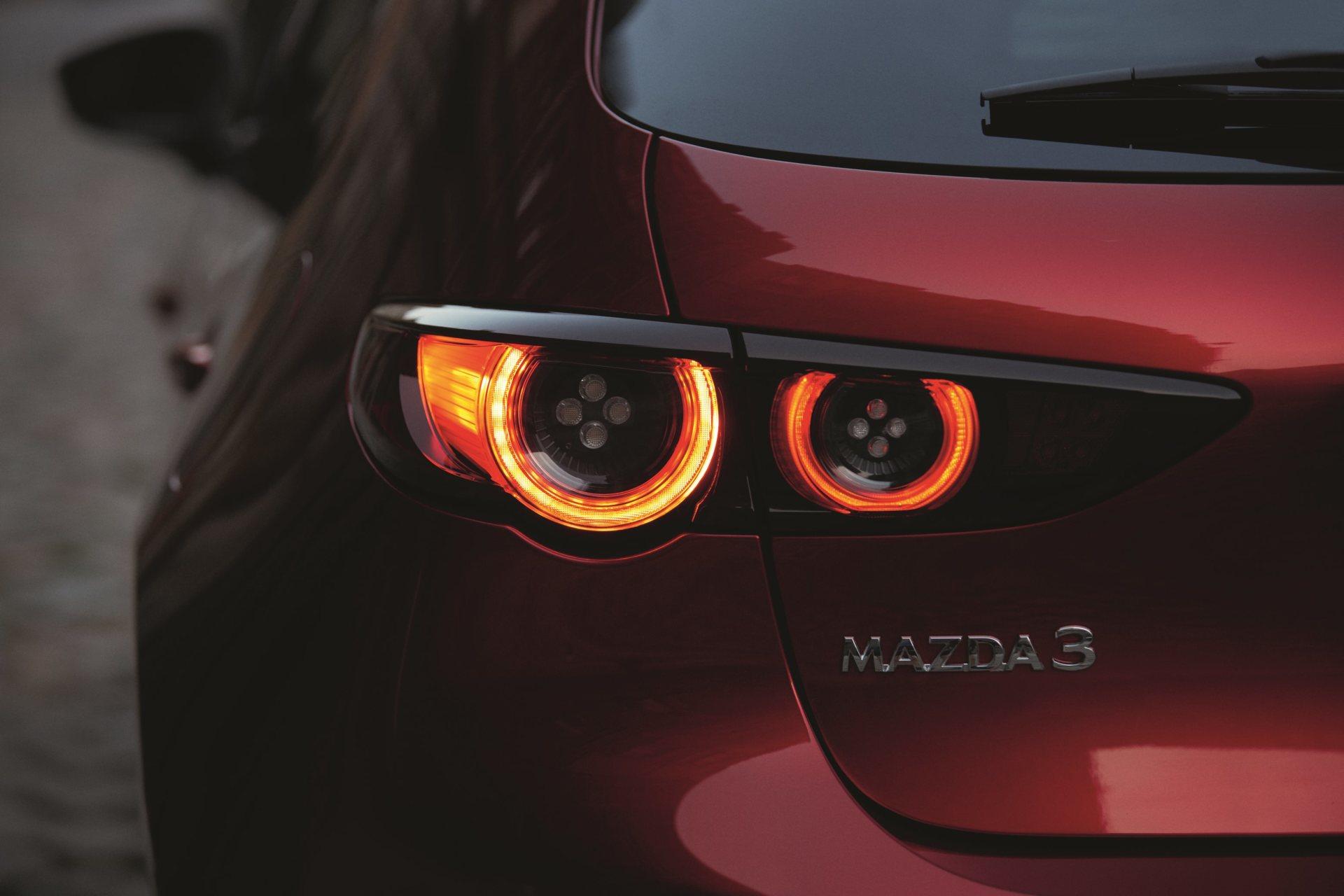 Mazda 3 Skyactiv G Oficial Rojo 00139