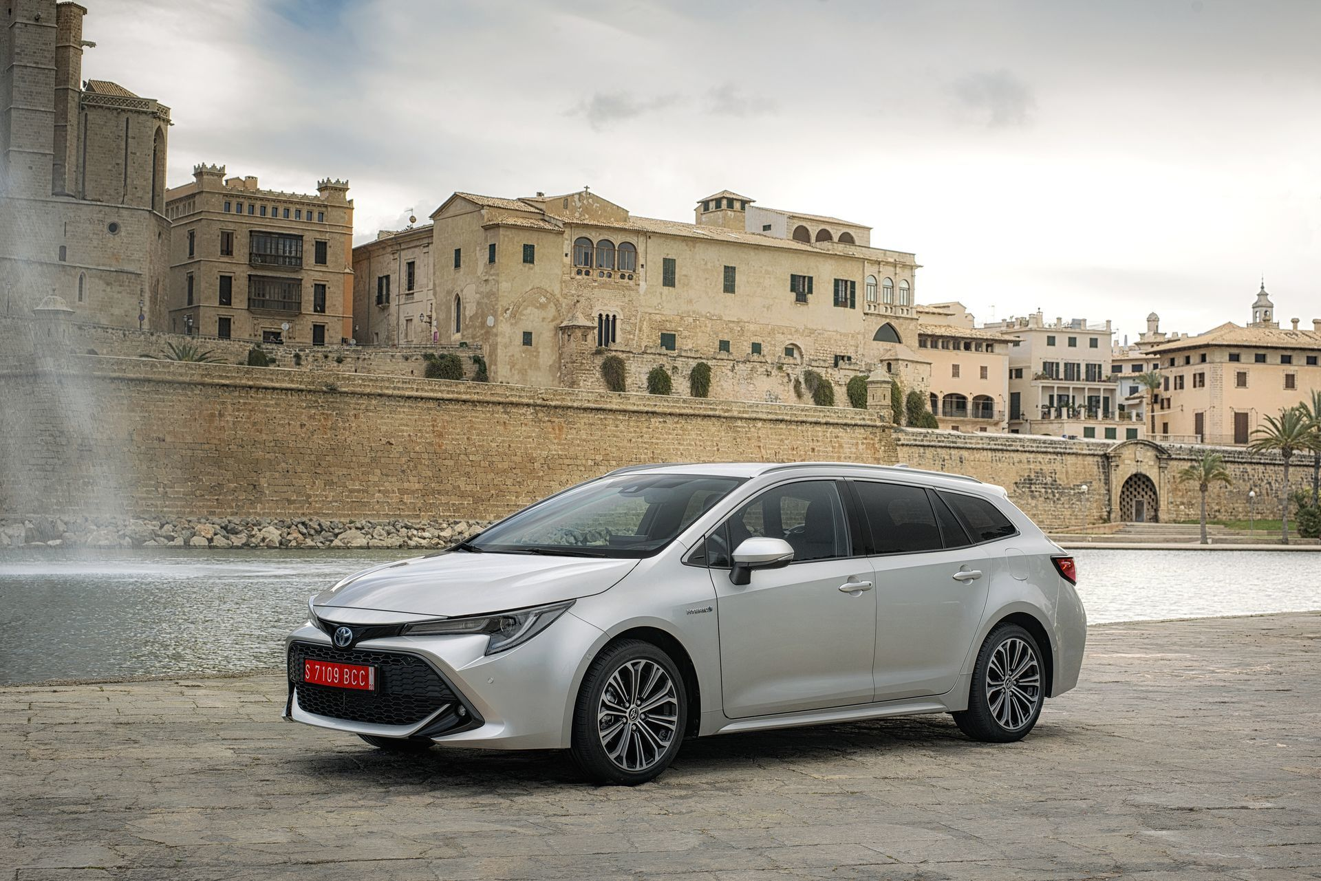 Toyota Corolla Touring Sport 27 Plata