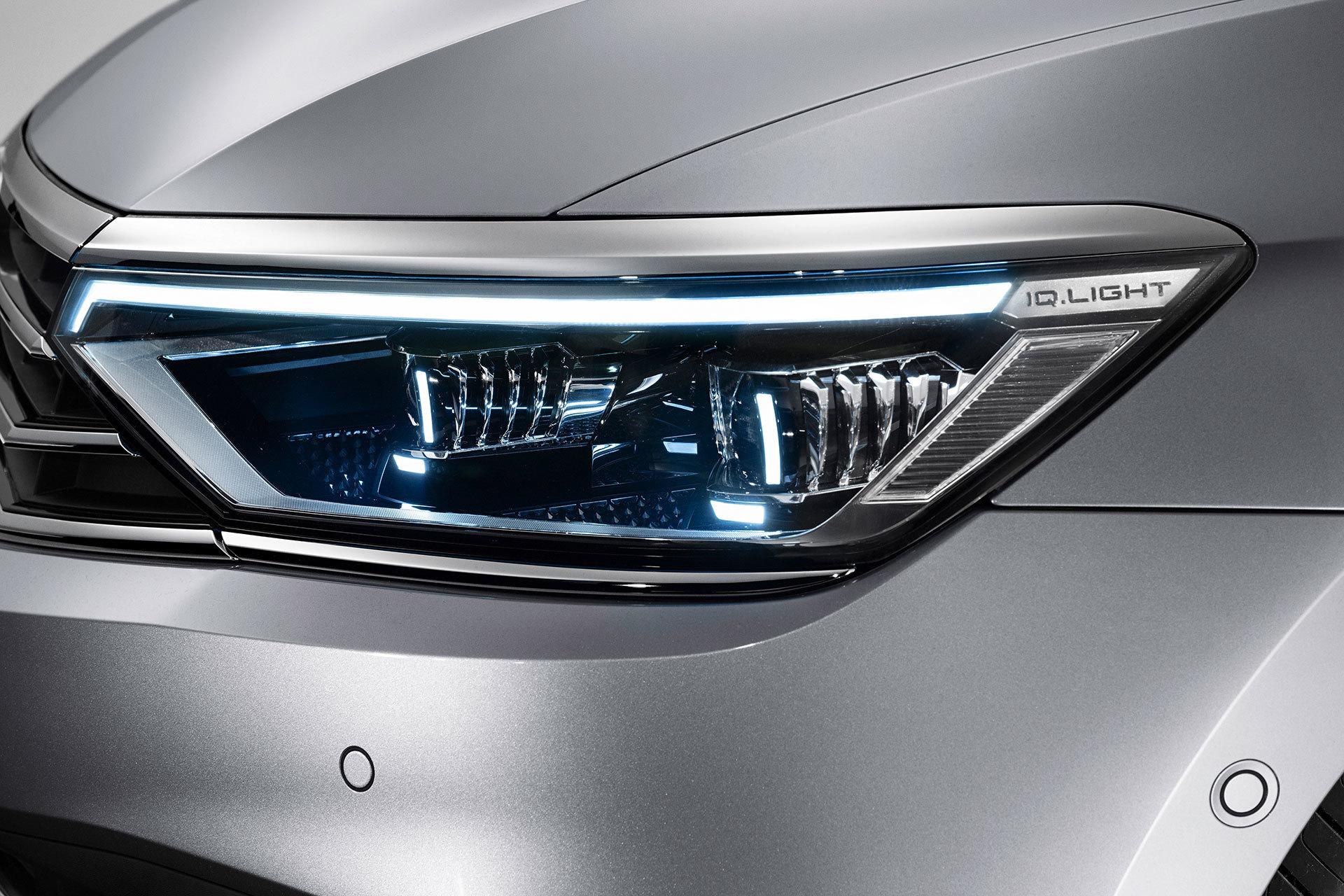 Volkswagen Passat 2019 Gris Exterior 04