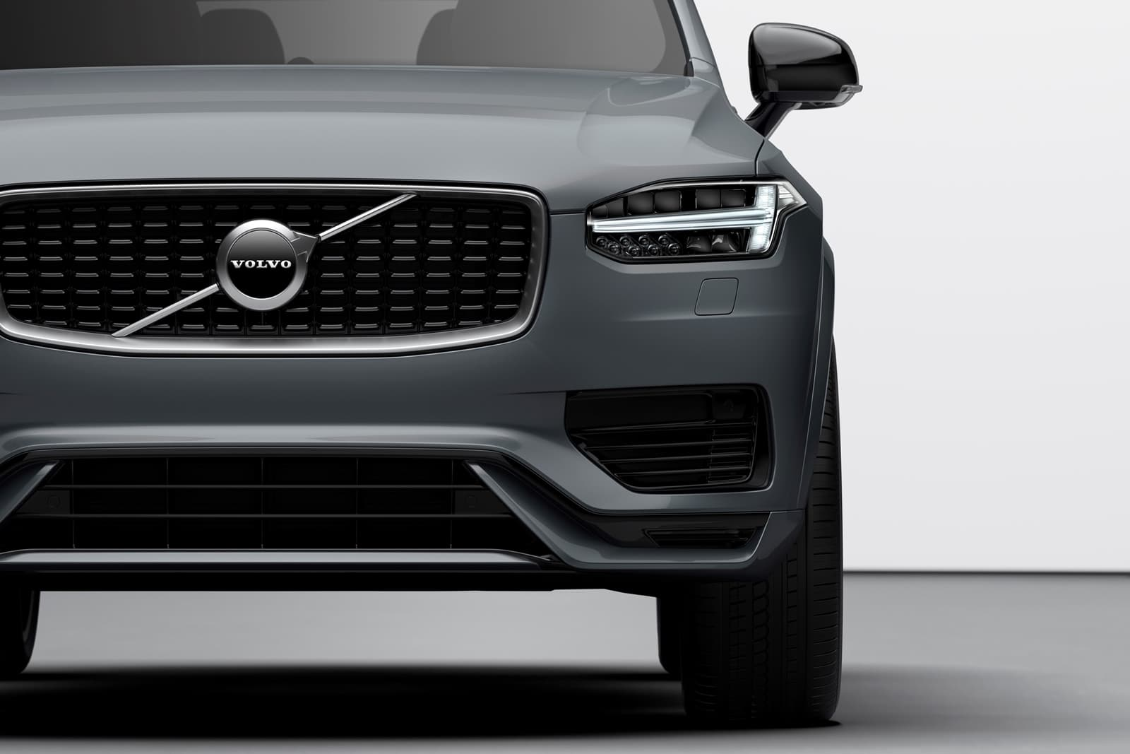 The New Volvo Xc90 R Design T8 Twin Engine In Thunder Grey