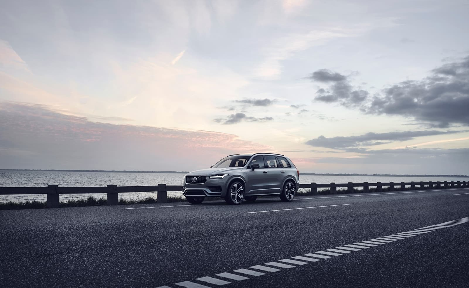 The Refreshed Volvo Xc90 R Design T8 Twin Engine In Thunder Grey