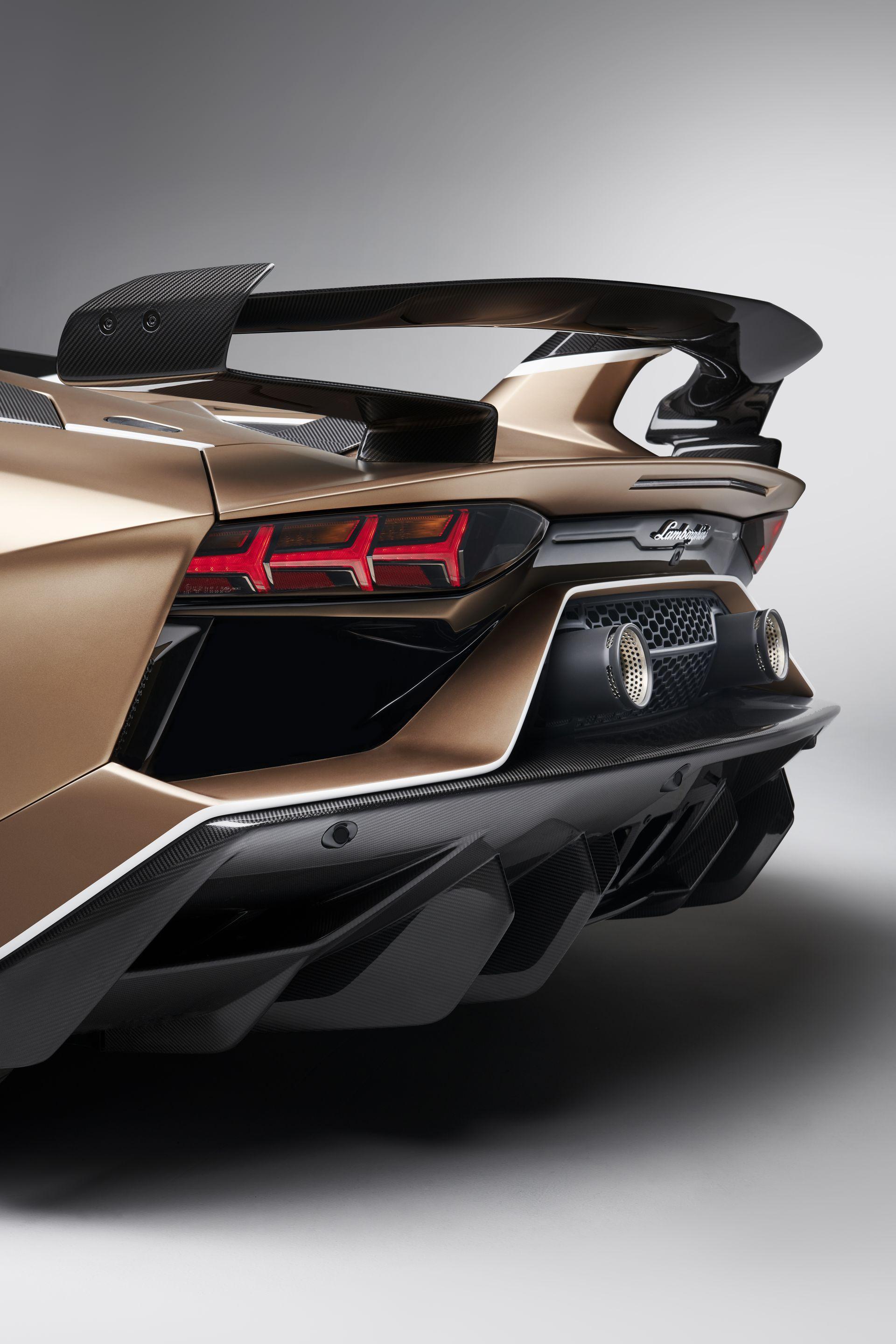Lamborghini Aventador Svj Roadster 29